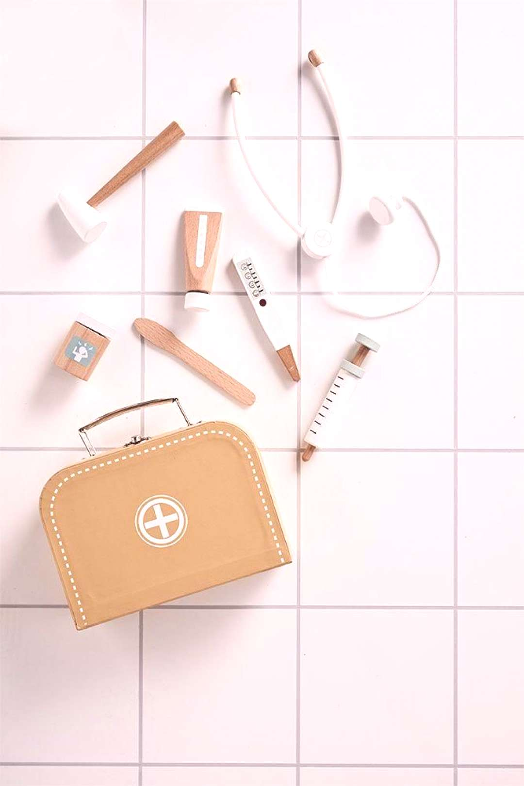 How fun is this beautifully presented wooden doctors sets from Scandinavian brand, Kid'