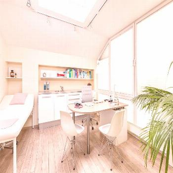 A modern doctor's office: harmonious & friendly homify#doctor