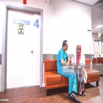 Doctors And Nurses Are Having Discussing In Hospital Ward Corridor Photography ,