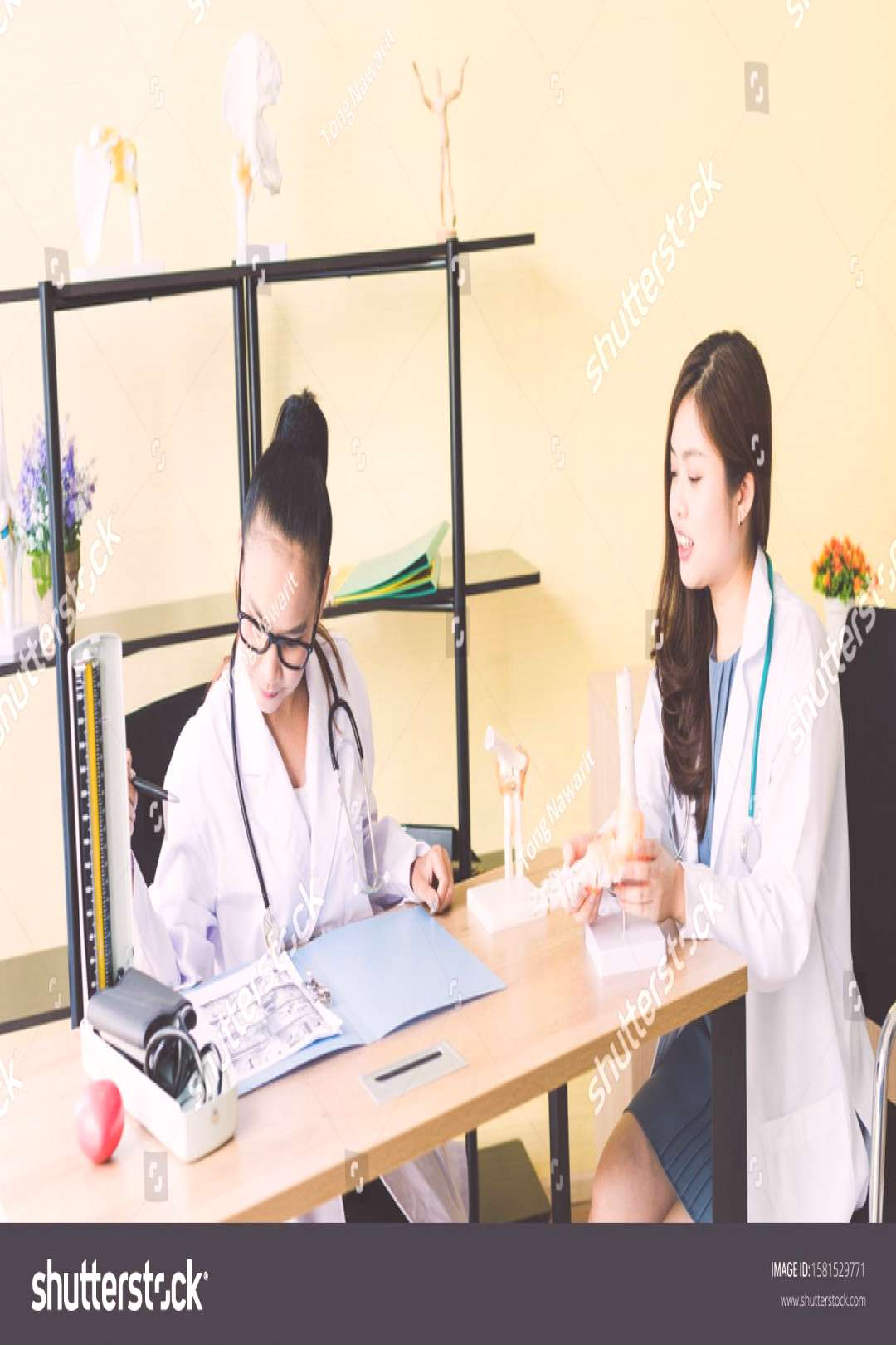 Asian female doctors are discussing to seek treatment for their patients. ,