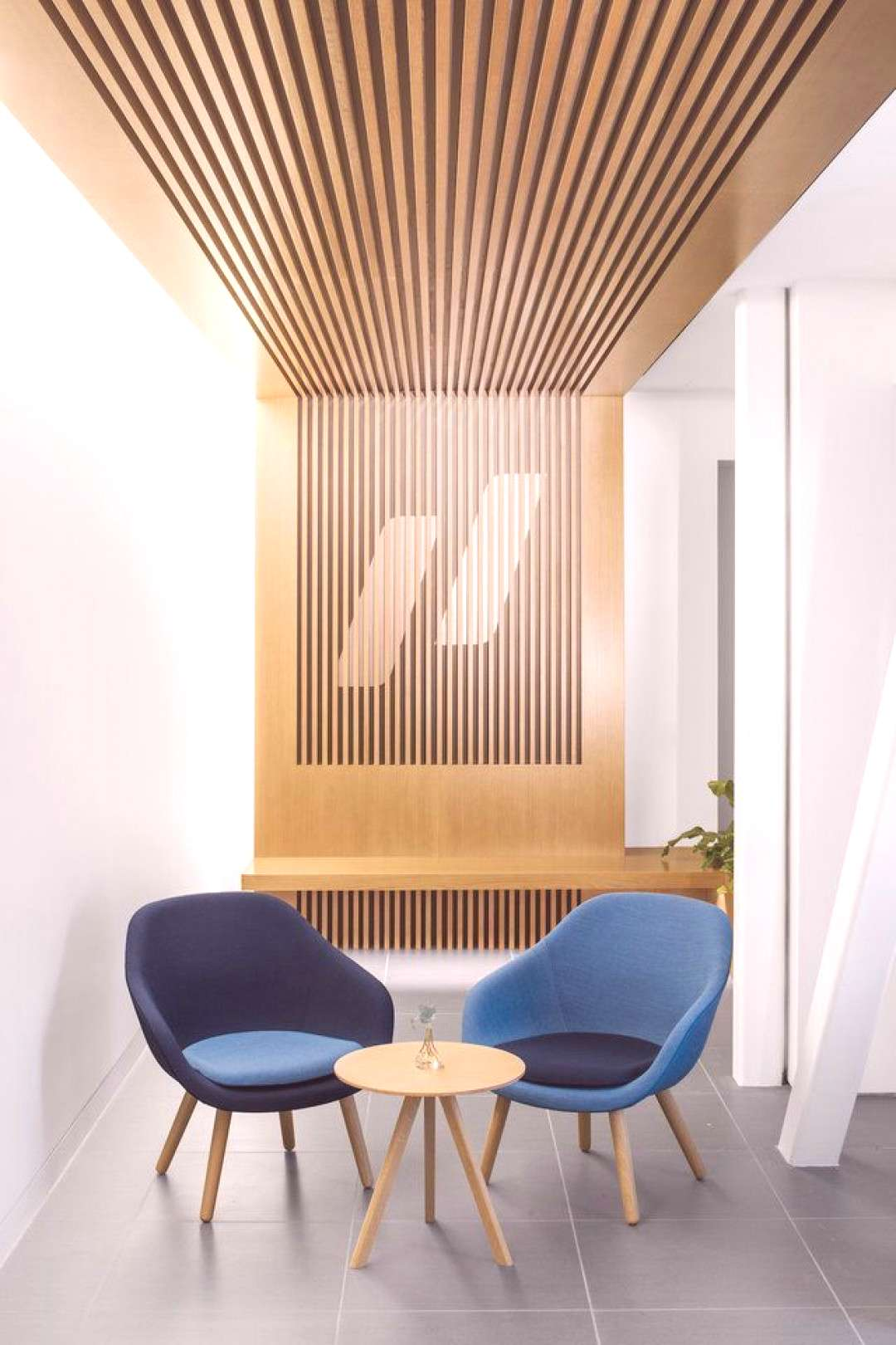Google and Uber alums have created a doctor's office that's like an Apple Store , | medical office
