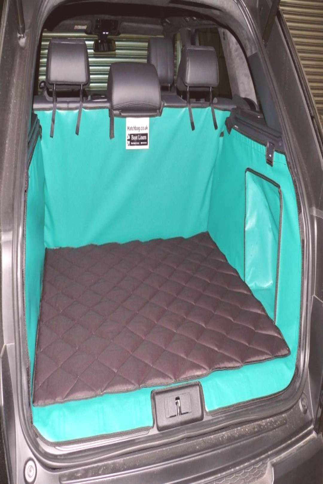 Its inevitable that dogs get smelly especially when they get wet. Hatchbag have developed a quilted